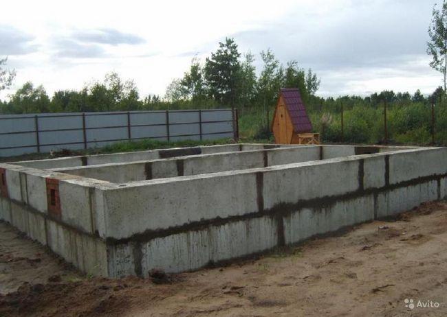 Бетонні блоки для стін підвалів: кладка своїми руками - керуємося снип