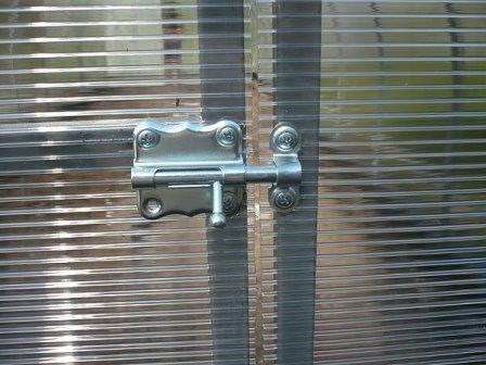 Двері з полікарбонату для теплиці: характеристика і рекомендації по самостійній установці