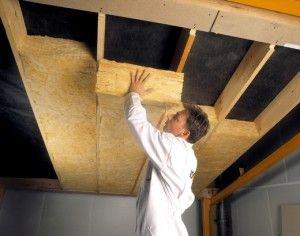 Мінеральна вата часто застосовується для теплоізоляції стін і стелі