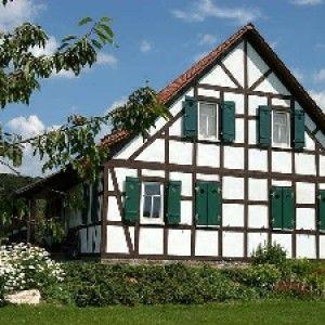 Плюси і мінуси будівництва каркасних будинків в стилі фахверк