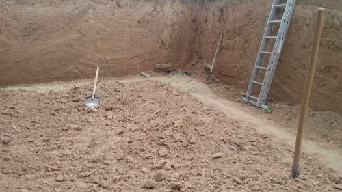 Стінки котловану в сухому глинистому ґрунті не обсипаються