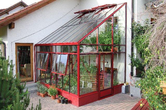 Прибудовані теплиці можна використовувати для створення саду, як додаткову кімнату або місце для вирощування сільськогосподарських культур