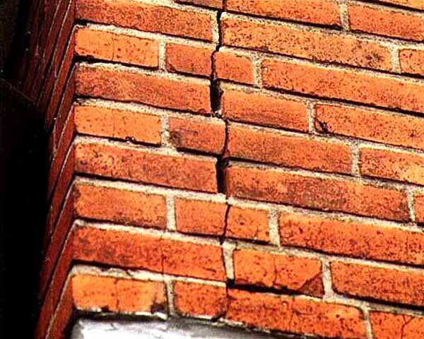 Ремонт тріщин в цегляних стінах