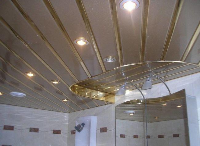 Секрети монтажу рейкової стелі у ванній своїми руками
